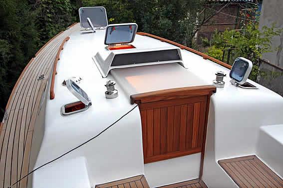 сходный люк яхты