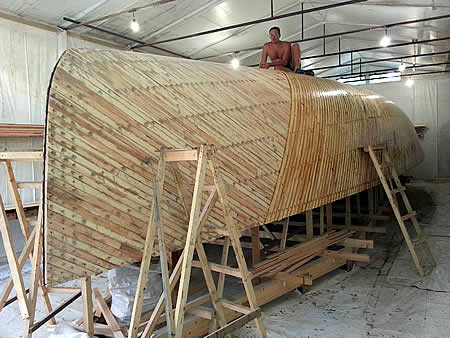 диагональная обшивка корпуса яхты